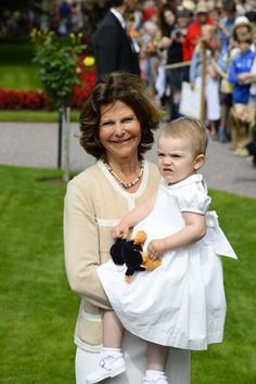 MYROYALS  FASHİON: Swedish Royal Family Celebrates Crown Princess Victoria's 36th Birthday-Estelle with grandma Queen Silvia