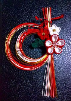 don't want to use this much cord, but I like how the flowers cover where it's held together. Chinese New Year Decorations, New Years Decorations, Kanzashi Flowers, Diy Flowers, Japanese Culture, Japanese Art, Japanese Ornaments, Japanese New Year, 4th Of July Wreath