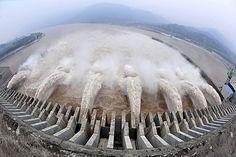 For the first time, all 32 giant generators of China's Three Gorges Dam, the world's largest hydropower project, went into production, generating nearly 22 million kw of power.