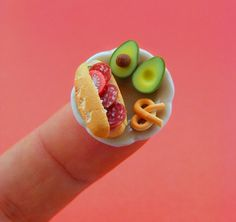 Teeny tiny food art - Miniature food sculptures by Shay Aaron - Photos - Quick and Easy Recipes From Stylist Magazine - Stylist Magazine Miniature Crafts, Miniature Food, Miniature Dolls, Food Sculpture, Clay Sculptures, Tiny Food, Fake Food, Miniture Things, Clay Charms