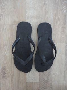 Ojotas negras #havaianas #ModaSustentable. Compra esta prenda en www.saveweb.com.ar !