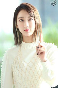 Kelly Pham (@phamlequynhanh3) | Twitter Hani, South Korean Girls, Korean Girl Groups, Beautiful Models, Beautiful People, Kpop, Korean Model, Mamamoo, Asian Girl