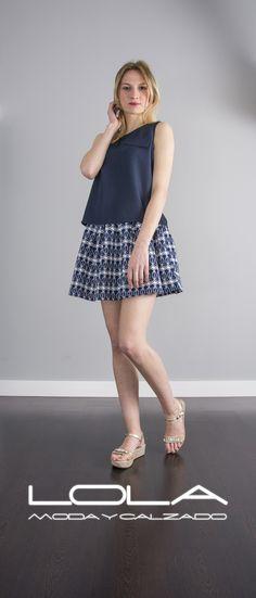 Te mereces esta falda de verano por 35 €.  Pincha este enlace para comprar tu falda en nuestra tienda on line:  http://lolamodaycalzado.es/primavera-verano/568-falda-athenas-azul-sophyline.html