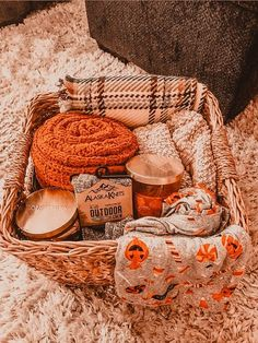 Fall Bedroom Decor, Fall Home Decor, Herbst Bucket List, Autumn Cozy, Fall Wallpaper, Happy Fall Y'all, Fall Pictures, Hello Autumn, Autumn Inspiration