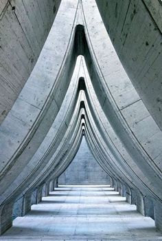 A concrete carpark roof at Sihlcity Mall, Zurich. Architect: Theo Hotz, photo: Desideria via @flickr.