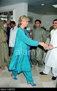 May 22, 1997: Diana, Princess of Wales at Shaukat Khanuru Memorial Cancer Hospital and Research Center In Lahore, Pakistan.