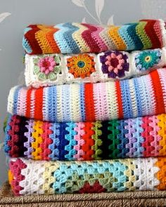 Crochet Afghans 497295983846472421 - My goal is to make a stack of pretty knit/crocheted blankets for guests to use when they stay over. Or for me to use when our heater is broken. Crochet Diy, Beau Crochet, Manta Crochet, Crochet Afghans, Crochet Home, Love Crochet, Crochet Granny, Learn To Crochet, Beautiful Crochet