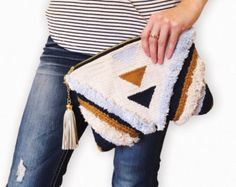 HandWoven Boho Luxe Zip Clutch by WillowBrookeDesign on Etsy Weaving Art, Loom Weaving, Hand Weaving, Punch Needle Patterns, Rug Hooking, Embroidery Art, Yarn Crafts, Crochet Projects, Creations
