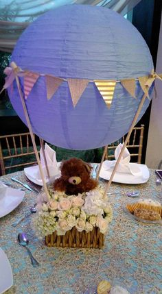 Beautiful baby shower table top decoration idea using paper lanterns. Great DIY baby shower table top centerpiece