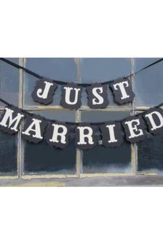 http://atmospheremariages.fr/1244-4457-thickbox/banderole-just-married-ardoise.jpg