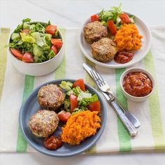 Lamb Mini Meatloaves with Kumara Mash and Cucumber Tomato Salad Tomato Chutney, Tomato Sauce, Cucumber Tomato Salad, Summer Squash, Zucchini, Lamb, Carrots, Yummy Food, Mini
