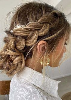 Elegant Messy updo hairstyles for women to Show Off in 2020 Easy Updo Hairstyles, Braided Hairstyles For Wedding, Creative Hairstyles, Bridesmaid Hairstyles, Bridal Hairstyles, Hairstyle Ideas, Messy Updo, Sleek Ponytail, Updo Styles