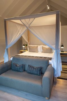 bedroom modern African designs Safari Decorations, Bedroom Modern, Curtains With Blinds, African Design, Upholstery, Cushions, Interior Design, Board, Furniture