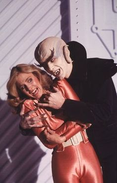 Colonel Wilma Deering (Erin Gray) and a space vampire -- Buck Rogers in the Century.one of my top 5 favorite episodes. Sci Fi Tv Shows, Sci Fi Series, Tv Series, Science Fiction, Mad Science, Classic Tv, Classic Movies, Buck Rodgers, Erin Gray