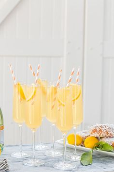 This delicious peach punch is so simple to make and based on the classic French 75 cocktail recipe. This sweet party punch is perfect for gatherings! Prosecco Cocktails, Spring Cocktails, Fall Drinks, Easy Cocktails, Party Drinks, Sangria, Mix Drinks, French 75 Cocktail, Cocktail Menu