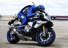 YAMAHA Shows Motobot Motorcycle-Riding Humanoid ROBOT! - Yamaha surprised at the Tokyo Motor Show today when it showed a motorcycle-riding robot along with images sh Valentino Rossi, Vinales, Motogp, Motor Yamaha, Gif Motos, Grand Prix, Fit And Fix, Automobile, Tokyo Motor Show