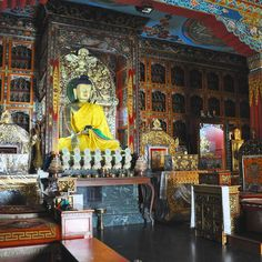 #nepalroutes uno dei luoghi che più mi è piaciuto a Pokhara è il Tempio Henja un angolo di meditazione dove incontrare anche i giovani monaci. www.nepalroutes.com #visitnepal