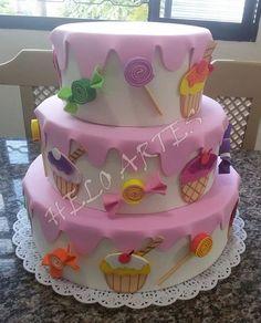 bolo falso tema cupcakes Cake Candy, Candy Party, Bolo Artificial, Torta Angel, Diy Birthday, Birthday Cake, Bolo Fack, Felt Cake, Ballerina Cakes