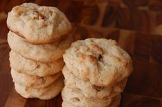 Bring these Vermont Maple Cookies on country hikes or picnics. Full of sweet maple walnut flavor, they're tender and delicious. Maple Cookies, Walnut Cookies, Cookie Recipes, Dessert Recipes, Delicious Desserts, Yummy Food, Yummy Yummy, Cookie Bars, Yummy Cookies