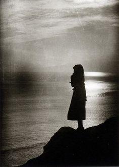 Julius Shulman, Woman and the Ocean, ca. 1930.