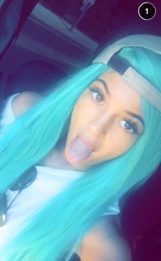 Kylie Jenner blue hair snapchat - Sugarscape.com Kylie Jenner Blue Hair, Kylie Jenner Snapchat, Kylie Jenner Style, Kendall Jenner, Kylie Hair, Kyle Jenner, Turquoise Hair, Teal Hair, Hair A
