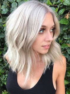 Easy and cute medium layered blonde hairstyles with thick and thin hair texture 2017 2018. Pick flattering style of medium blonde hair to get perfect hair look.