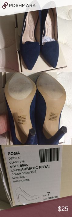 Eva Méndez heels Beautiful heels from New York & company Eva Mendez collection , navy blue heels only web once !!!! Very small scratch on the left shoe in the tip hardly noticeable shown in last picture New York & Company Shoes Heels