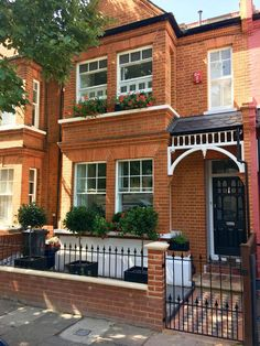West London - Pretty Edwardian terraced house front garden with fabricated metal. West London - Pretty Edwardian terraced house front garden with fabricated metal. Iron Front Door, Painted Front Doors, House Front Door, House With Porch, Bay Tree Front Door, Victorian Front Garden, Victorian Terrace House, Terrace House Exterior, Wall Exterior