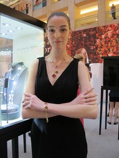 Van Cleef & Arpels presents the global launch of Alhambra Exhibition at Landmark Atrium in Central, Hong Kong and pays tribute to the Al. Van Cleef And Arpels Jewelry, Van Cleef Arpels, Van Cleef Alhambra, Cartier Jewelry, Jewelery, Jewelry Necklaces, Flat Abs Workout, Four Leaf Clover Necklace, Geek Jewelry
