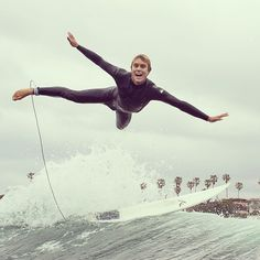 Surfing holidays is a surfing vlog with instructional surf videos, fails and big waves Michael Jordan, Learn To Surf, Big Waves, Surf Style, Surfs Up, Beach Bum, Paddle, Chasing Mavericks, Extreme Activities