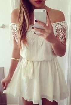 Compre online Vestido Ciganinha com Rendas por R$88,90. Faça seu pedido e pague-o online.