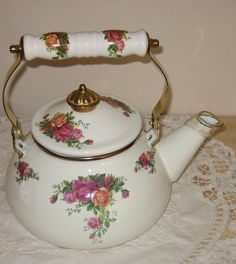 Royal Albert Old Country Rose Tea Kettle Country Rose, Rose Tea, Kettles, Corals, Royal Albert, Teapots, Tea Time, Roses, Coffee