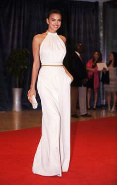 Irina Shayk at White House. Irina Shayk, Celebrity Red Carpet, Celebrity Style, Nice Dresses, Casual Dresses, Runway Fashion, Fashion Outfits, Red Carpet Dresses, Looks Style