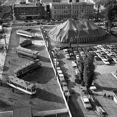 Sur les terrains avoisinant la station de métro Berri-de-Montigny en 1966. Une exposition de tramways retirés depuis 1959. On reconnaît surtout tout en haut le tramway de Parade MTC 3 que vous pouvez encore voir de nos jours au musée ExpoRail de St-Constant le même endroit qui héberge maintenant la toute première voiture du Métro qui était toute neuve au moment même de cette photo. . Archives de Montréal (twitter) @Archives_Mtl VM94-A0391 . #514 #mtl #yul #montreal #montréal #montréaljetaime #st Expo 67, Tramway, Old Montreal, City Scapes, Photos Du, Moment, Instagram, First Car, Radiation Exposure