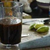 Deze zelfgemaakte Thaise woksaus op basis van oestersaus en knoflook is heerlijk bij elk roerbakgerecht. De knoflook zorgt voor een aromatische en pitte smaak terwijl de oestersaus er een heerlijk zoetige smaak aan geef. De zoetige en aromatische smaak is heerlijk in combinatie met rund- of varkensvlees. Bekijk ook eens de andere knoflookrecepten: knoflook gember, Knoflook koriander en de basis knoflook woksaus. Ten opzichte van deze andere recepten is deze saus iets zoeter (door de oestersau... Homemade Sauce, Pesto Dip, Wok, Vinaigrette, Chocolate Fondue, Asian Recipes, Pudding, 8 November, Cooking