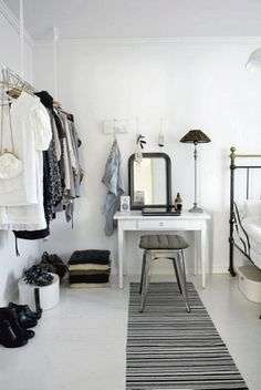 Just a little less: Minimalist Monday: How to Fill the Gaps in Your Wa...