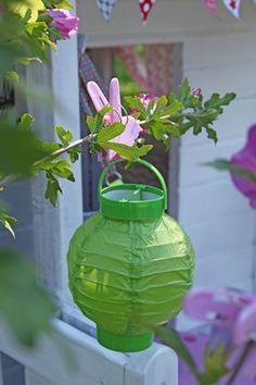 la cabane des petits... - laetibricole Play Houses, Playground, Glass Vase, Home Decor, Gardens, Kids House, Board, Wood, Garden Landscaping