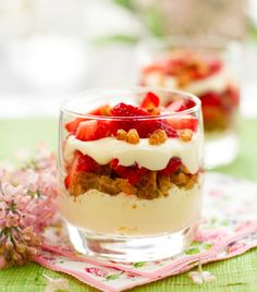 If you are looking for a healthier dessert option these individual berry trifles are a great choice. Colorful Desserts, Fun Desserts, Dessert Recipes, Healthy Dessert Options, Cinnamon Recipes, Strawberry Recipes, Strawberry Trifle, Snacks, The Fresh