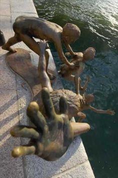 World's Most Bizarre Statues (funny statues, magic tap) - ODDEE