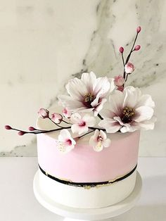 Perfect flowers for this time of the year! Perfect flowers for this time of the year! Pretty Cakes, Cute Cakes, Beautiful Cakes, Cake Icing, Eat Cake, Cupcake Cakes, Fondant Flowers, Sugar Flowers, Nutella Birthday Cake