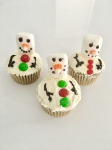 Our Zuvii Snowman cupcakes are PERFECT for your holiday party! They're gluten-free, non-gmo, and paleo-friendly.