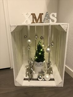 DIY Christmas Decorations Easy and Cheap - Snowman Candle Holders, Silver Christmas, Simple Christmas, Christmas Home, Christmas Ornaments, Cheap Christmas, Handmade Christmas, Ball Ornaments, Christmas Projects, Christmas Trees