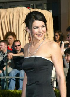 lauren graham ditched the detox cleanse diet and here is what she usually eats on a day to day basis! Beautiful Celebrities, Beautiful Actresses, Beautiful Women, Love Lauren, Lauren Graham, Ladylike Style, Attractive People, Gilmore Girls, Hot Actresses