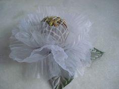 Forminhas para doces finosObra de Arte: Linda forminha peônia em organza,um luxo!