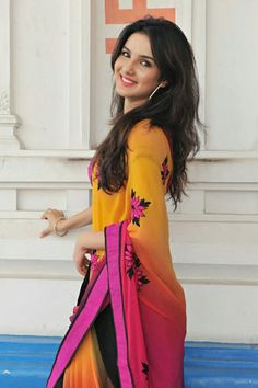 Afshii Majid Beautiful Girl Indian, Beautiful Indian Actress, Beautiful Actresses, Arjun Bijlani, Kriti Kharbanda, Saree Models, Stylish Girl Images, Star Girl, Casual Work Outfits