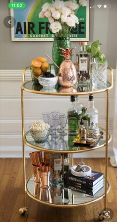"""See our web site for additional info on """"bar cart decor ideas"""". It is an excellent location to get more information. Diy Bar Cart, Gold Bar Cart, Bar Cart Styling, Bar Cart Decor, Styling Tips, Bar Design, House Design, Chinoiserie, Apartment Bar"""