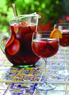 Sangria is a typical beverage from Portugal and Spain. This wine based drink is… Holiday Sangria, Sangria Cocktail, Sangria Wine, Spanish Cocktails, Wine Drinks, Alcoholic Drinks, Wine Punch, Spanish Wine, Pondicherry