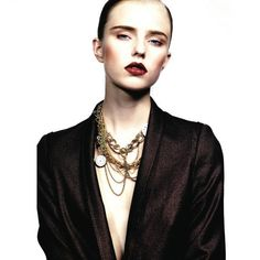 Love the makeup, the dark eyebrows and lips, and the necklace