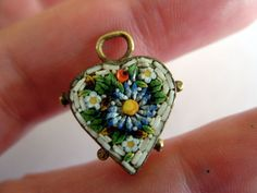 ANTIQUE VICTORIAN MICRO MOSAIC FORGET ME NOT & DAISY LOVE TOKEN HEART CHARM