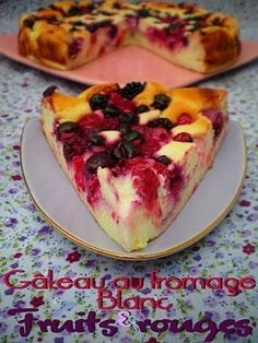Pourquoi se priver quand c'est bon et léger?: Gâteau au fromage blanc e… Why deprive yourself when it's good and light ?: white cheese and red fruit cake Pts WW) Ww Desserts, Delicious Desserts, Dessert Recipes, Yummy Food, Ww Recipes, Sweet Recipes, No Cook Meals, Yummy Cakes, Breakfast Recipes